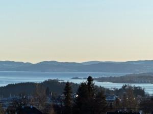 Frühling über dem Fjord
