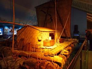 Kon-Tiki: Damit wurde der Pazifik von Südamerika in Richtung Polynesien überquert und es gelang Thor Heyerdal der Nachweis, dass auf diese Weise die Südsee bevölkert werden konnte.