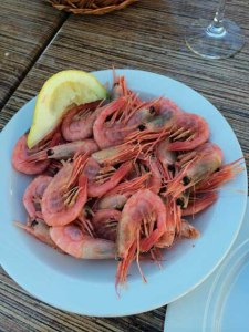 Typisch norwegisches Gericht: Krabben - natuerlich noch zu pulen