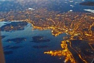 Oslo nach Sonnenuntergang aus dem Flugzeug