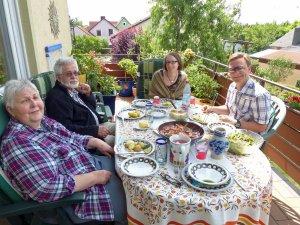 ganz norwegischer Stil: mitgebrachte Krabben zum selber pulen. Eltern, Bruder und Freundin hat's geschmeckt