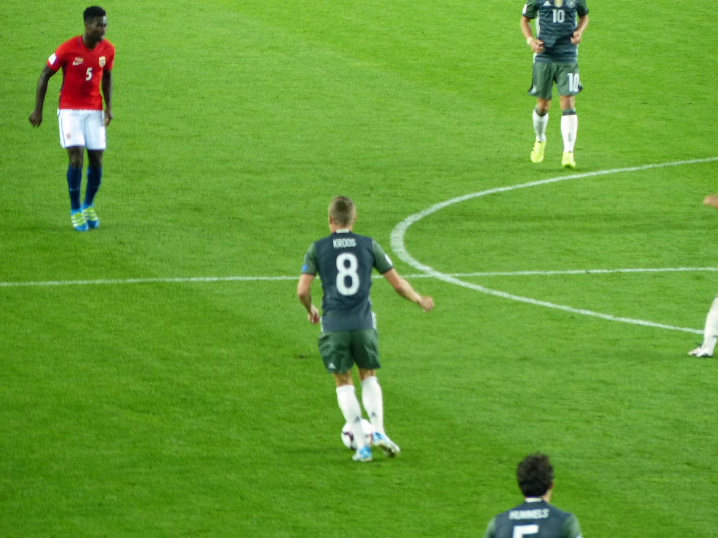 Toni Kroos am Ball