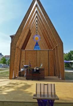 Die Lichtkirche der Ev. Kirche Hessen-Nassau. Nebenan gab es auch einen Segensroboter (naja, alles muss dann doch nicht gleich digitalisiert werden!)